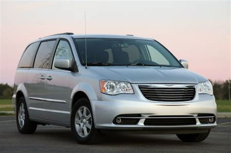 Chrysler Town And Country Fuel Capacity 2012 Chrysler Town And Country Reviews Amarz Auto