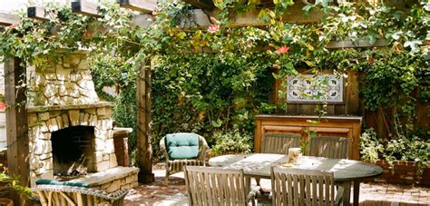 Outdoor Rooms: Part of the Castle « Bombay Outdoors