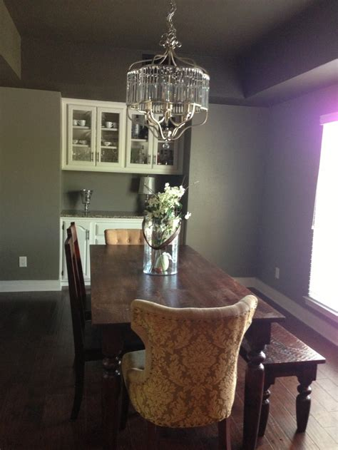 dramatic wall color behr mocha accent paint sherwin williams greige