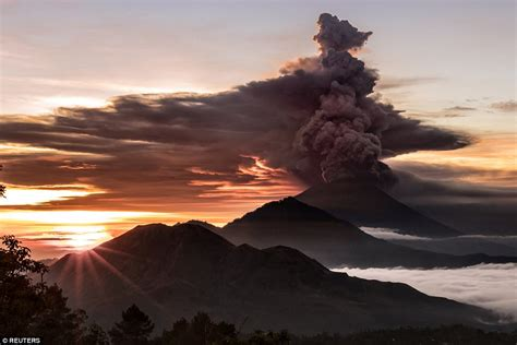 airasia mt agung bali volcano could repeat devastating 1963 blast daily
