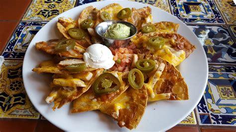 review chilis classic nachos  fajita chicken nachonomics