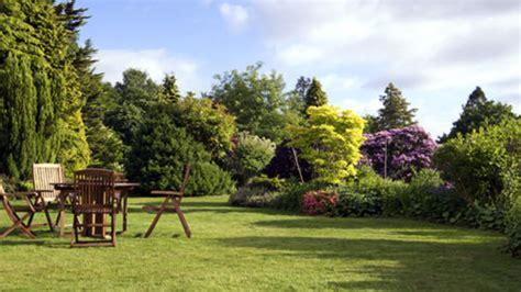 agréable Amenager Un Abri De Jardin #1: entretenir-un-jardin.jpg