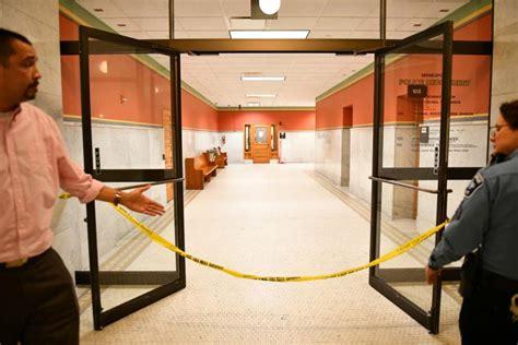 shoots himself in interrogation room minnesota cops shoot knife wielding in interrogation room ny daily news
