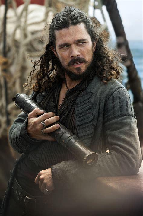 black sails black sails season 3 showrunners on pirate series collider