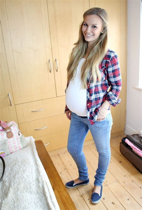 pregnancy styles for young moms cute laid back maternity outfit and i love the