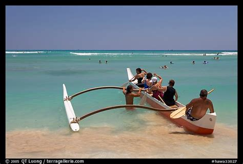 canoes waikiki picture photo outrigger canoe lauching from waikiki beach