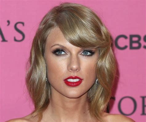 what red lipstick does taylor swift wear 2015 taylor swift wears red lipstick to victoria s secret