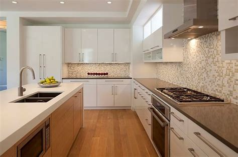 Stylish Kitchen With Modern Cabinets Pulls Decoist Modern Kitchen Cabinet Knobs