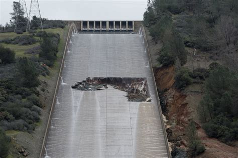 spillway wikipedia file oroville dam main spillway damage 8 feb 2017 jpg