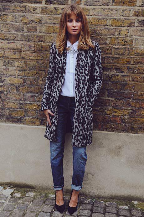 coat hair style photos boyfriend jeans white blouse maxi leopard coat pumps