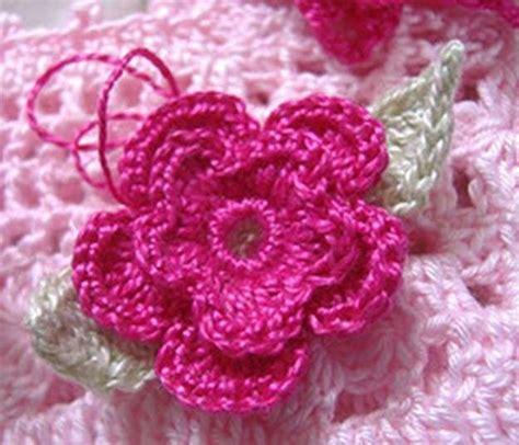 imagenes de flores tejidas a gancho rosas a ganchillo para decorar la ropa fotos de algunos
