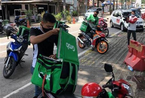 topeng muka  sanitasi tangan secara percuma  rider