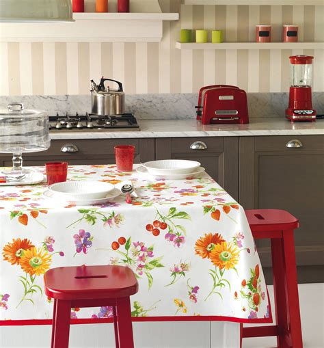 tovaglie da tavola bassetti tovaglie per apparecchiare con fantasia in cucina o in