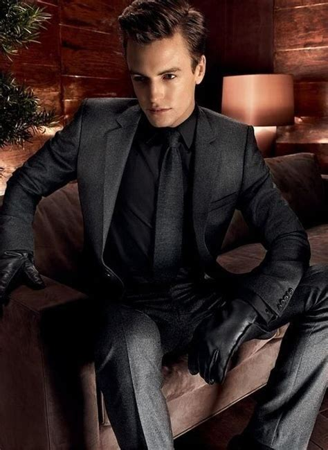 what color shirt with black suit what color shirt and tie should i wear with a gray suit to