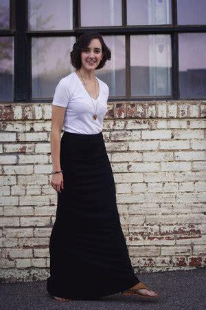 black maxi skirts white vs neck bdg ts