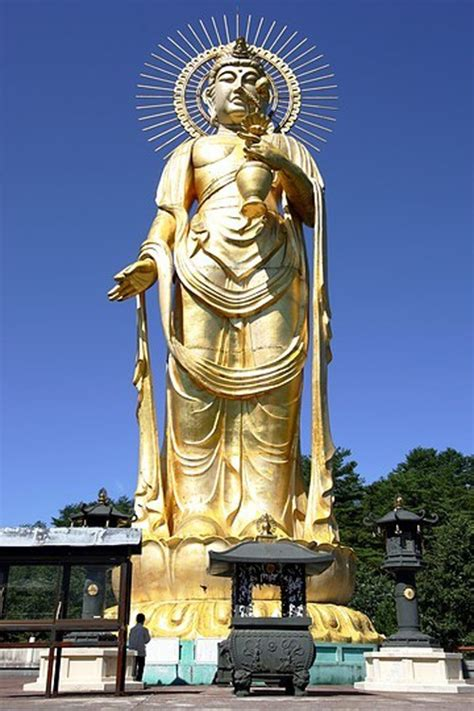 bodhisattva kannon de tazawako megaconstrucciones