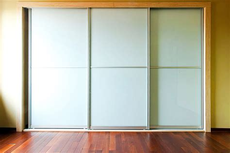 how to install sliding wardrobe doors on carpet tile