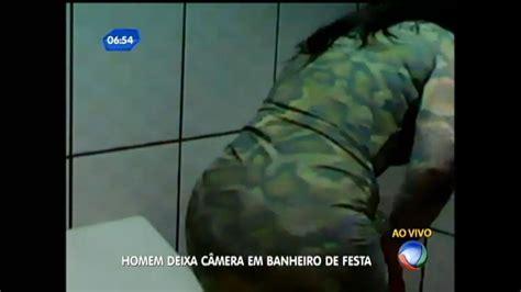 camaras ocultas en wc jovem abusado instala c 226 mera escondida em banheiro de