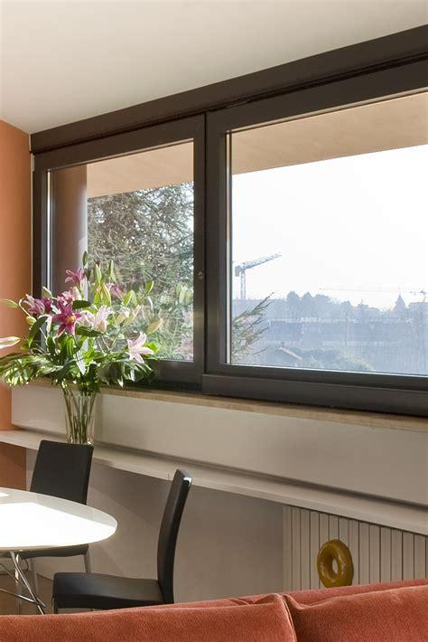 tende per finestre alte casa in mansarda con le soluzioni giuste per gli spazi