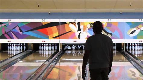 white pattern bowling quantum black raven bowling ball on a usbc white 2 pattern