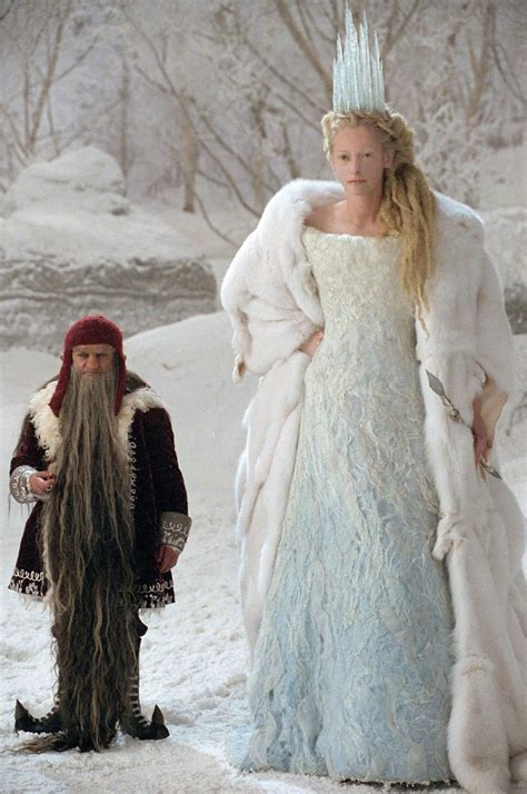 film simili a narnia il ventaglio di piume il costume della strega bianca ne