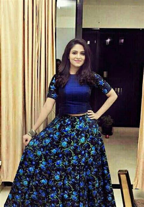 Dress Black Iffa malavikha wales in blue crop top with floral print skirt