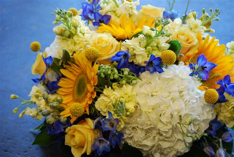 blue and yellow centerpieces blue yellow wedding at the dallas arboretum cebolla