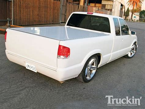 chevy s10 bed cover 2000 chevy s10 custom paint job sir michaels roll pan