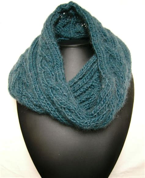 free knitted cowl patterns knitted cowl with cables tricot