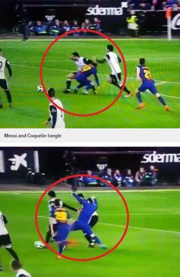 Baju Bola Messi messi jadi sasaran baju nak tercabut ditarik pemain