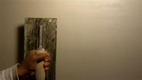 Decke Beschichtet by How To Smooth Out Plaster With A Skim Coat See Drill