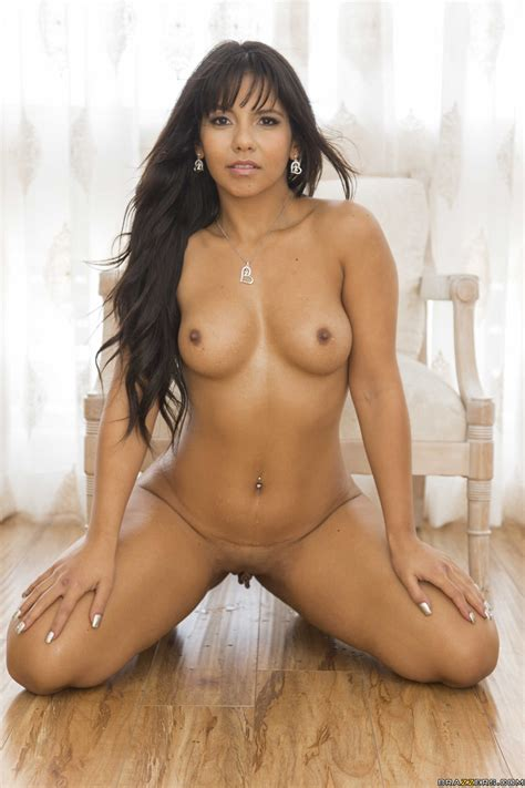 Sun Kissed Bubble Butt Getting Seductively Naked And Analed Photos Rose Monroe Ramon Milf Fox