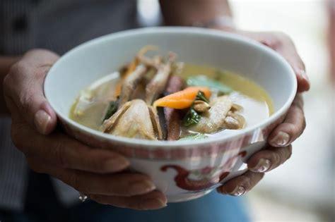 S Basil Leaves Daun Basil 20 G quail soup with asian basil leaves sup burung puyuh