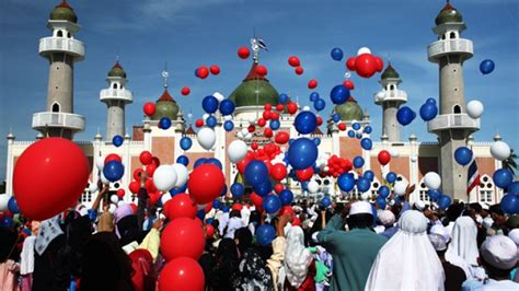 eid al fitr festival marks end of ramadan around the world
