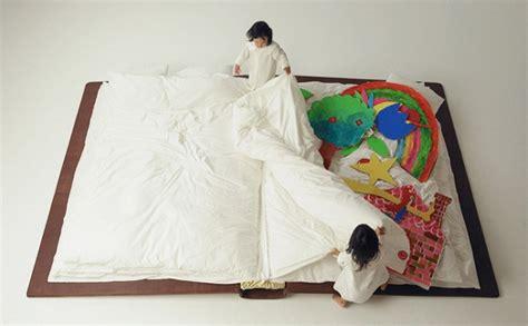 Yusuke Suzuki 物語の続きは夢の中で 大きな本型ベッドが素敵