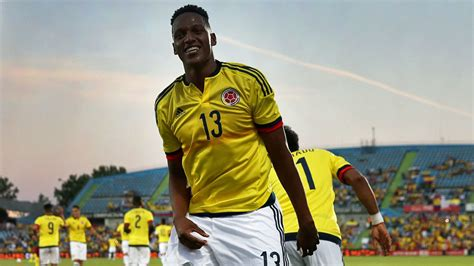 yerry mina yerry mina convinces robert fernandez marca in english