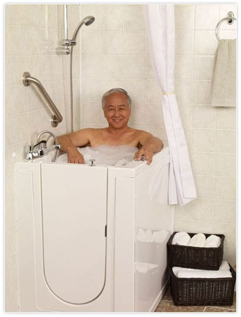 safe bathtub 25 best ideas about walk in tubs on pinterest tubs of