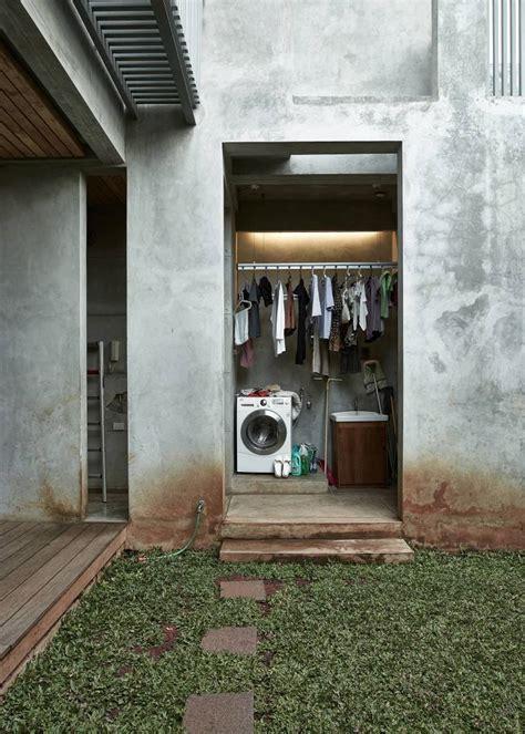 photo service room bare minimalist  desain arsitek oleh