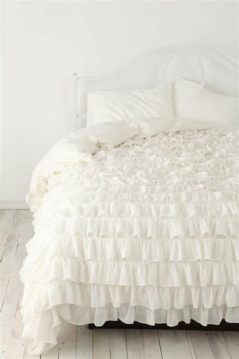 Frilly Comforters by 1000 Ideas About White Ruffle Bedding On