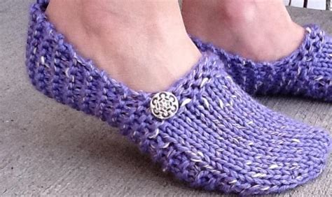 easy knitted slippers free pattern kwiki slippers by kriskrafter craftsy