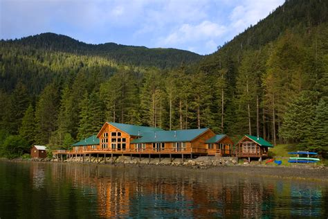 luxury cabin homes top 5 luxurious log cabins in the us travefy