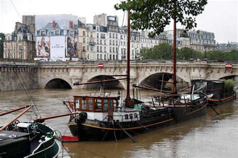 parigi web in diretta la senna un po di geografia sul fiume storico di parigi