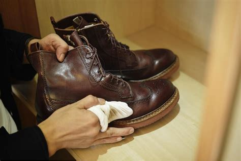 Heels Kulit 1 a step by step guide how to clean mold from leather