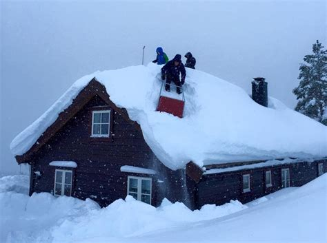 how much snow can your roof withstand
