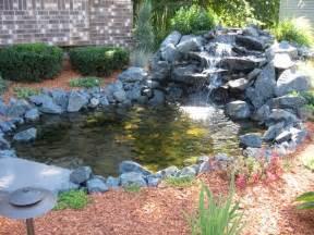 laguinho de jardim pequeno decorando casas