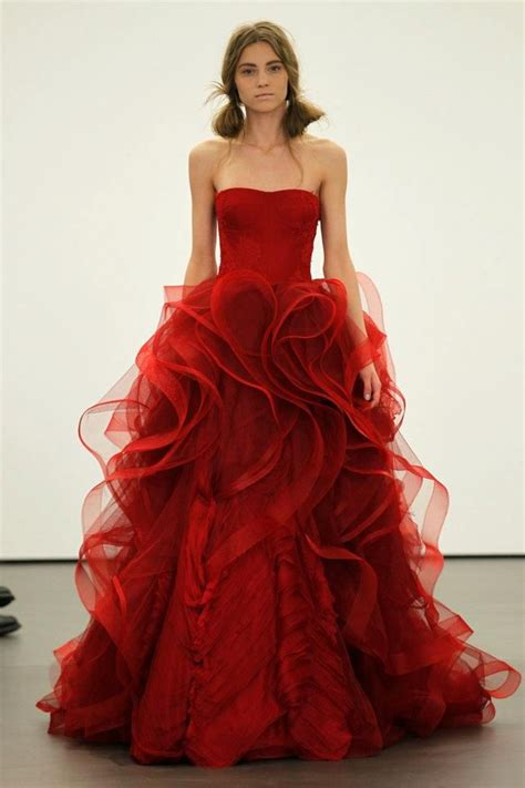 brautkleider rot vera wang sees for 2013 brides onewed