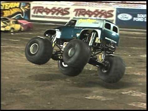 grave digger legend monster truck monster jam grave digger the legend monster truck falls
