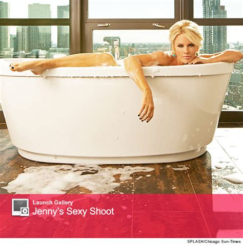 jenny mccarthy bathtub jenny mccarthy gets naked shows off her chicago pad
