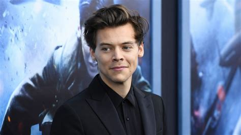 harry styles hair has gone through a pretty extensive harry styles reveals what makes him emotional