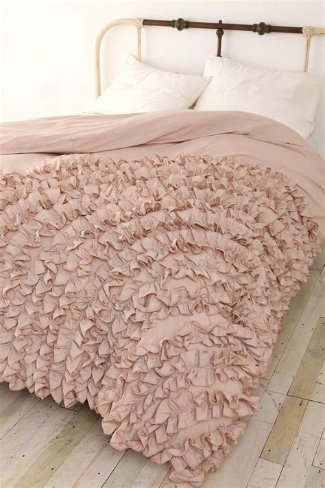 ruffled bed comforters best 25 ruffle bedspread ideas on pinterest ruffle